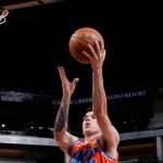 Deck sumó minutos en la NBA, con cinco puntos y seis rebotes